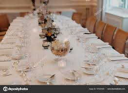 Bankett Saal Des Restaurants Mit Esstisch Dekorierte Mit Gläser Und