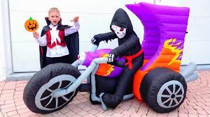 Vlad and Nikita have a <b>Halloween party</b>