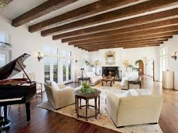 Custom home design trend: exposed ceiling beams