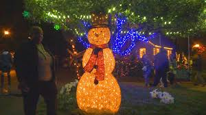 Dorothy B Oven Park Christmas Lights Hours Rain Fails To Dampen Christmas Spirit For Annual Elf Night