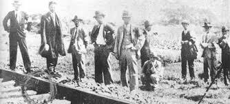 「1931年 - 満州事変:奉天付近の南満州鉄道線路上で爆発事件。(柳条湖事件)」の画像検索結果