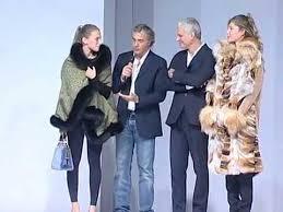 Roberto Smith Fur   Genova - Sfilata AIRC - Palazzo della Borsa - YouTube