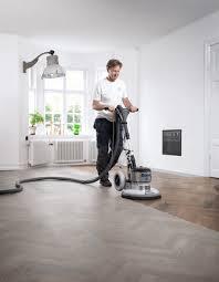 Es gibt viele unterschiedliche ausgangsvoraussetzungen, die zu unebenheiten im fußboden führen können. Staubfrei Schleifen Parkett Holzboden Mit Experten