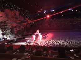 woman standing on two horses at dolly parton s stede dinner show pigeon forge
