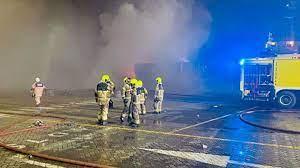 دبي تفتح تحقيقا في أسباب انفجار تسبب بحريق على متن سفينة