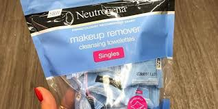 neutrogena s individually wrapped makeup remover wipes are a game changer