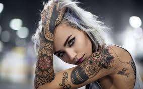 обои татуировка девушка лицо взгляд рука 1920x1200 Hd изображение
