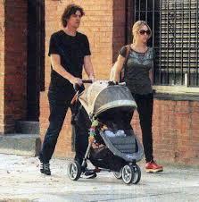 Carla Peterson y Martín Lousteau, de paseo con su hijo Gaspar