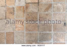 Fußboden auf fußboden, hier bekommen sie anhand der drei wichtigsten bodenbelagsgruppen erklärt was geht und was sie lieber lassen sollten. Alte Mauer In Der Antike Und War Von Der Zeit Beschadigt Bis Der Mortel Fiel Bild Stockfotografie Alamy