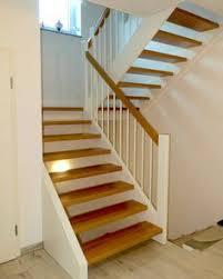 Die stufen sind innen in der spindel verankert, außen werden sie von den bolzen der jeweils unteren stufe getragen, so dass die. 10 Treppe Podest Ideen In 2020 Treppe Treppe Podest Treppen Design