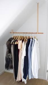 Tolle Lösung für einen Kleiderschrank mit Dachschräge ...