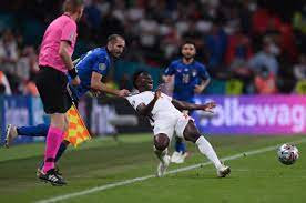 İtalya-İngiltere maçında Chiellini'nin yaptığı faul