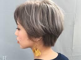 保存版ショートヘア派のためのグレーアッシュヘアスタイル Arine