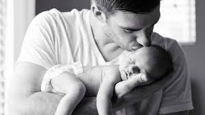 Resultado de imagem para pai com bebê
