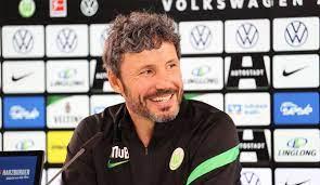 Mark peter gertruda andreas van bommel is a dutch football coach and former player who played as a midfielder. Mark Van Bommel Startet Beim Vfl Wolfsburg Mit Ibra Aber Nicht Im Wohnwagen