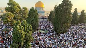 أكثر من 100 ألف مصلٍّ يؤدون صلاة عيد الأضحى بالمسجد الأقصى