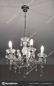 Kronleuchter Kristall Mit Glühbirnen Stockfoto Bradatata