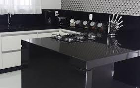 Bancada de cozinha com área seca em granito preto semi absoluto. Preto Sao Benedito Redefinindo O Granito Preto Comil Cotaxe