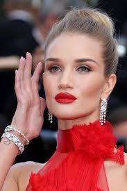 rosie huntington whiteley diamond chandelier earrings rosie huntington whiteley chandelier earrings lookbook stylebistro