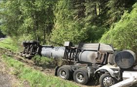 Liquid Asphalt Semi Crash Sends 10 000 Gallons Of Liquid Asphalt All Over Roadway