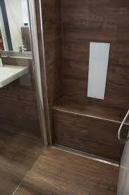 Dusche Sitzbank Aus Fliesen In Holzoptik Bodenebene Dusche Mit
