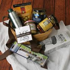 olive lover s gift crate send this highly specific gift to your favorite olive lover when it es to olives this basket ers all the bases