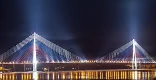 Вантовые мосты дань моде или экономическая целесообразность  Например после ввода в эксплуатацию вантового моста через Обь в Сургуте было замечено что при определенной ветровой нагрузке ванты вибрируют