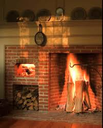 often with an oven in the fireback or next to the fireplace opening generally predate rumford they were common in colonial america and can be seen at