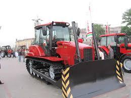 Гусеничный трактор Выставка достижений минских машиностроителей в  Новый трактор Беларус 1502 Фотографии Картинка
