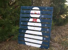 pallet painting ideas christmas. bb posted snowman painted on a wooden pallet. to their -christmas xmas ideas- postboard via the juxtapost bookmarklet. pallet painting ideas christmas h