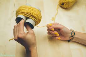 2 incredible ways to make yarn pom poms19