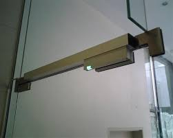fsh fem3500m slimline magnetic lock installed to a complete frameless glass entry using our custom mounting