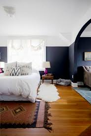 navy blue bedroom walls. guest room to incorporate purple/fuchsia. navy blue bedroom with fuchsia lamps and vintage rug walls