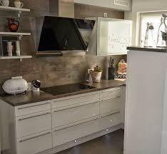 DEKOVIBE Weisse Küche
