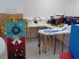 Office cubicle decorating Simple Snowy Office Cubicle Decoration With Cards And Ornaments Collagecab The Top 20 Best Office Cubicle Christmas Decorating Ideas Collagecab