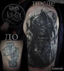 воин в капюшоне с мечом фото тату на плече Tatuirovkiinfo
