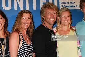 Dorothea Hurley Bon Jovi,, Jon Bon Jovi, and Avis Richards attends... Foto  jornalística - Getty Images