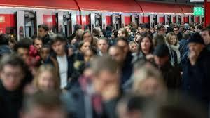 Berlin die lokführer wollen streiken, das ist legitim. Bahn Streik Aktuell Nach Bahn Streik Auch Am Dienstag Noch Zugausfalle Augsburger Allgemeine