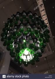 Kronleuchter Von Peroni Bier Flaschen Stockfoto Bild