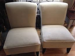 off white accent chairs  monarkey – home staging  photography
