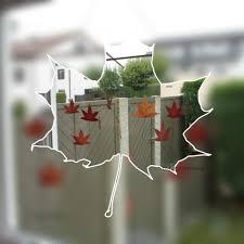 Herbstliche Fensterdeko Mit Getrockneten Blättern Karehome