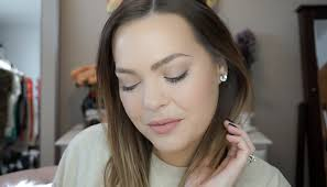 my everyday makeup look you know i had to share a video as well i have done talk through tutorials time lapses and time lapses with voice over
