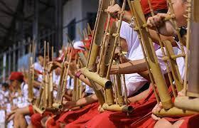 Alat musik pianika juga termasuk salah satu contoh alat musik melodis. Angklung Pengertian Jenis Dan Sejarah Perkembangan Angklung Sunda