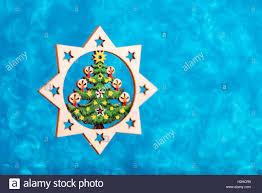 Weihnachtsstern Aus Holz Auf Blau Glitzer Hintergrund