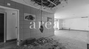 A casa com 5 quartos, 1 cozinha, 1 casa de banho e duas salas, conta ainda com um quintal. Duas Moradias M2 1 Para Renovar Em Vila Verde Area Imobiliaria