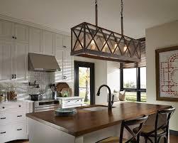 Love the pendant lights over the island! Lees kitchen ohhh yeaaa!