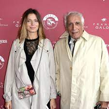 Photos - Gérard Darmon et sa fille Sarah, la fille qu'il a eue avec  Mathilda May, réunis : Femme Actuelle Le MAG