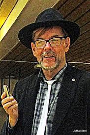 Seinäjokelainen Jukka Niemi aloitti vapaaehtoistoiminnan vuonna 2006 omien kokemustensa kautta. Niemi aloitti tukihenkilökurssilla Seinäjoen järjestötalolla ... - JukkaNiemi_300