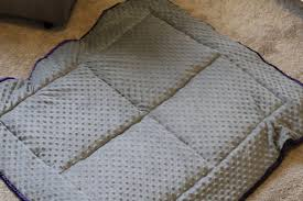 How to Make a Puff Quilt & Make a puff quilt with this simple tutorial. Also known as a biscuit quilt, Adamdwight.com