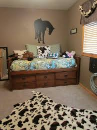 remarkable horse themed bedroom with western teen horse decor i need to find a wall cling like this
